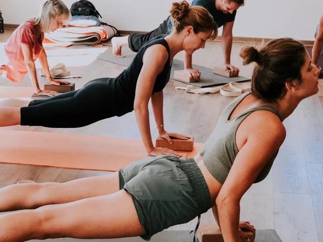 Yoga pose Payanet Bona